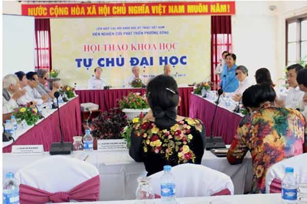 Ông Phạm Văn Tân, - PCT kiêm TTK LHHVN, phát biểu tại Hội thảo