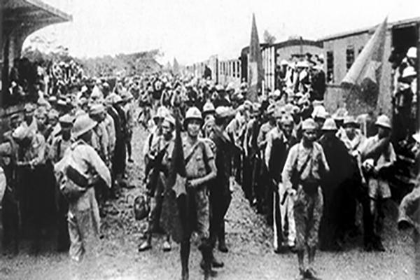 Đoàn quân Nam tiến lên đường vào Nam chiến đấu, 11-10-1945. Ảnh: Tư liệu