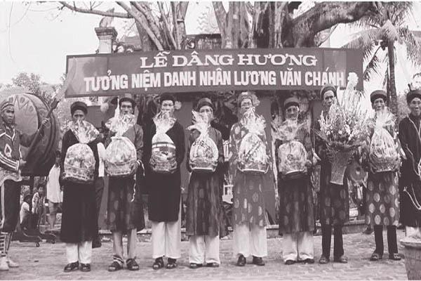 Lễ dâng hương tưởng niệm Danh nhân Lương Văn Chánh. Ảnh: CTV