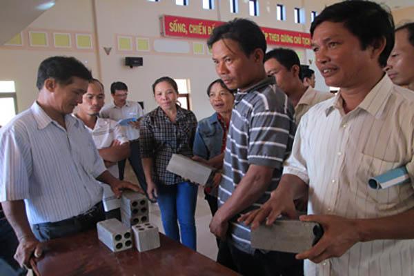 Huyện Phú Hòa: TÌM ĐẦU RA CHO NGHỀ GẠCH NUNG TRUYỀN THỐNG