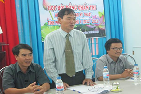 Th.S Nguyễn Hoài Sơn - Phó Chủ tịch Liên hiệp Hội (Trưởng ban tổ chức Hội thi), phát biểu tại cuộc họp Hội đồng chấm thi Sáng tạo Kỹ thuật tỉnh Phú Yên lần thứ V (2012-2013) - Ảnh: PV