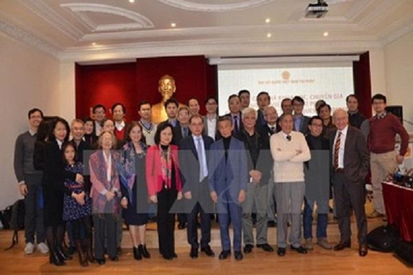 Các đại biểu dự cuộc gặp chụp ảnh chung - Ảnh: TTXVN