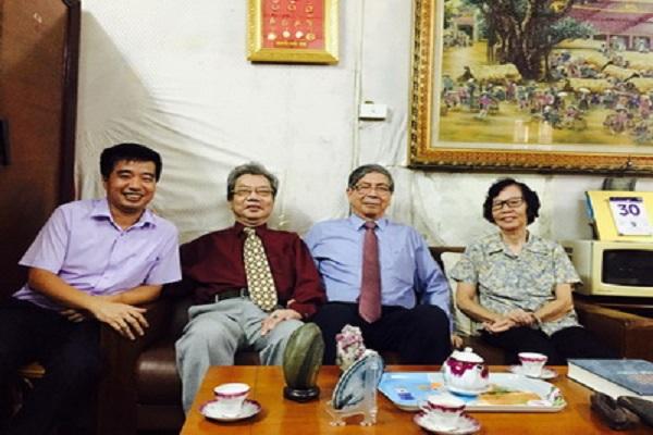 Chủ tịch Đặng Vũ Minh thăm, tặng quà PGS.TS. Nguyễn Khắc Vinh
