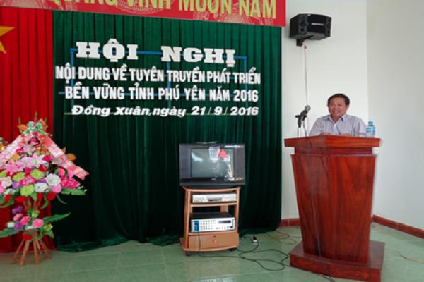 Ông Nguyễn Minh Song – Phó Chủ tịch kiêm Tổng Thư ký Liên hiệp Hội Phú Yên, trình bày nội dung Đề án Phát triển bền vững tỉnh Phú Yên giai đoạn 2011-2020