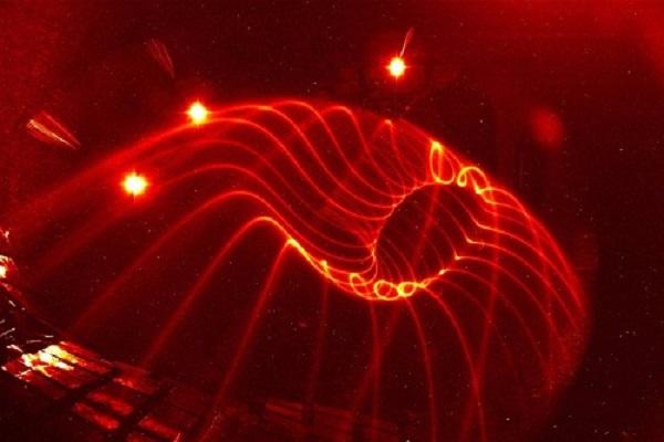 Lò phản ứng tổng hợp hạt nhân của Đức có thể tạo ra từ trường 3D với độ chính xác cao. Ảnh: Nature Communications.