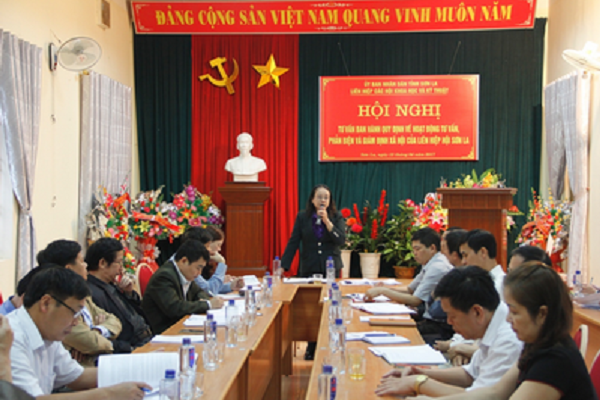 Bà Lường Thị Loan – Bí thư Đảng đoàn, Chủ tịch Liên hiệp Hội Sơn La chủ trì Hội nghị