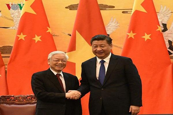 Tổng Bí thư, Chủ tịch Trung Quốc Tập Cận Bình bắt tay và nhiệt liệt chào mừng Tổng Bí thư Nguyễn Phú Trọng sang thăm chính thức Trung Quốc - Ảnh: VOV