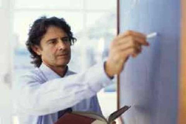 Một giáo sư được trả lương bao nhiêu?