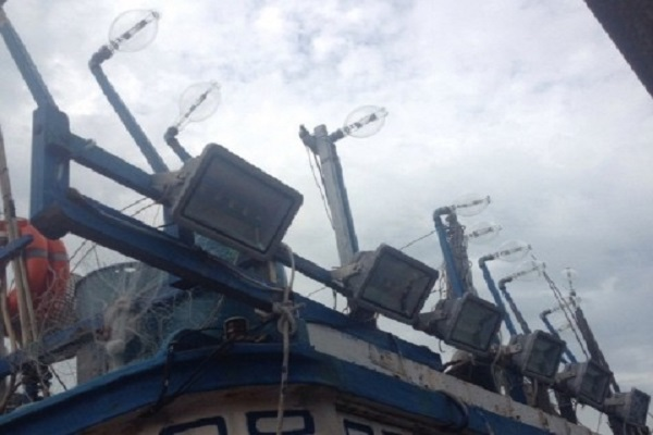 Mô hình lắp đặt đèn LED trên tàu khai thác xa bờ