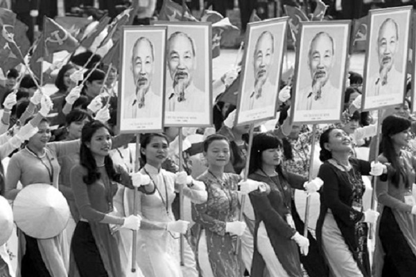 Lịch sử dân tộc Việt Nam là lịch sử đấu tranh dựng nước và giữ nước, trong đó, phụ nữ Việt Nam giữ một vai trò trọng yếu. Ảnh: Tư liệu