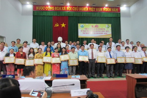 Các tác giả nhận giải thưởng tại lễ Tổng kết Hội thi lần VI