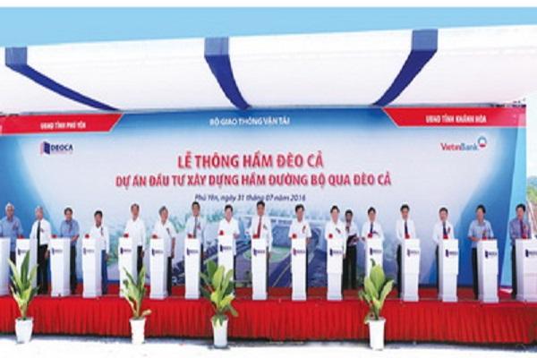 Lãnh đạo Bộ GT-VT, tỉnh Phú Yên, Khánh Hòa cùng chủ đầu tư thực hiện nghi thức thông hầm qua đèo Cả
