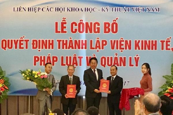 PCT LHHVN trao Quyết định cho lãnh đạo Viện