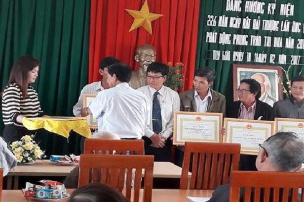 Các tổ chức và cá nhân nhận bằng khen của TW Hội.
