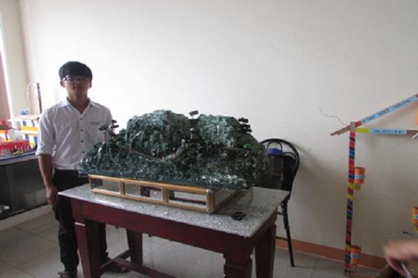 """Nguyễn Hoàng Thiên Trụ với sản phẩm """"hệ thống cảnh báo giao thông đoạn đèo dốc"""""""