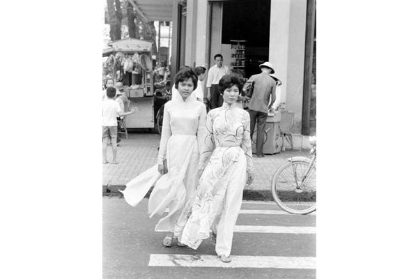 Trang phục áo dài của thiếu nữ trước 1975. Ảnh: Tư liệu