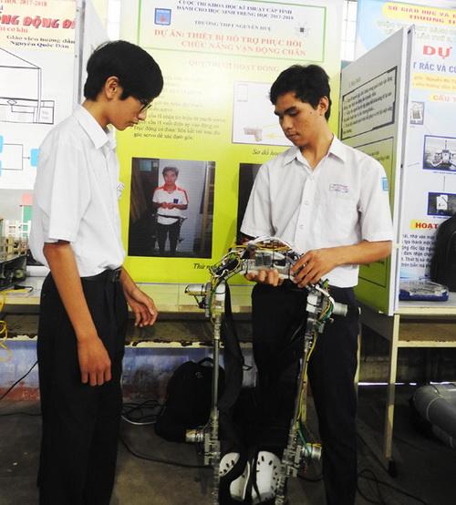 Thiết bị phục hồi chức năng, sáng tạo của nhóm học sinh trường Nguyễn Huệ