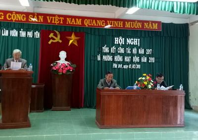 Ông Trần Văn Thu báo cáo tổng kết tại Hội nghị