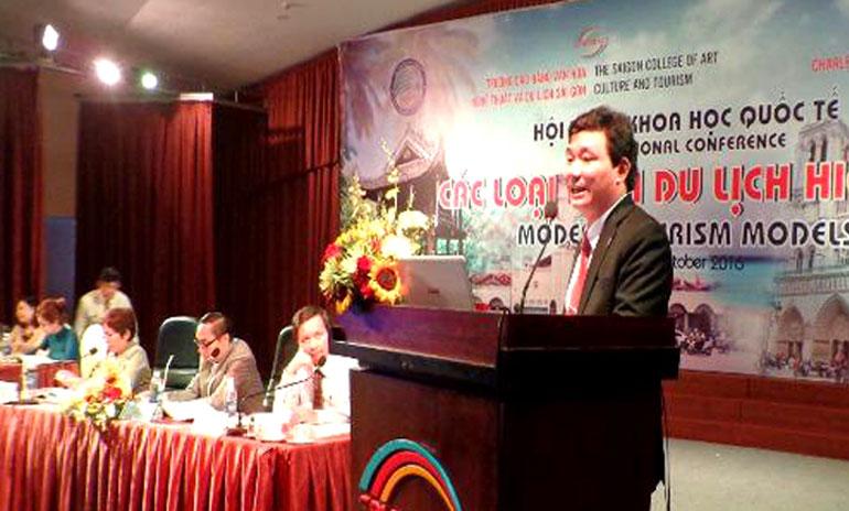 PGS.TS Nguyễn Văn Thưởng, báo cáo tham luận tại một hội thảo khoa học quốc tế