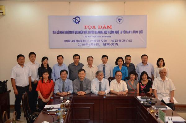 Chủ tịch Đặng Vũ Minh và đại diện các hội tổng hội ngành toàn quốc tiếp Đoàn Hiệp hội Khoa học và Công nghệ Quảng Tây – Trung Quốc.