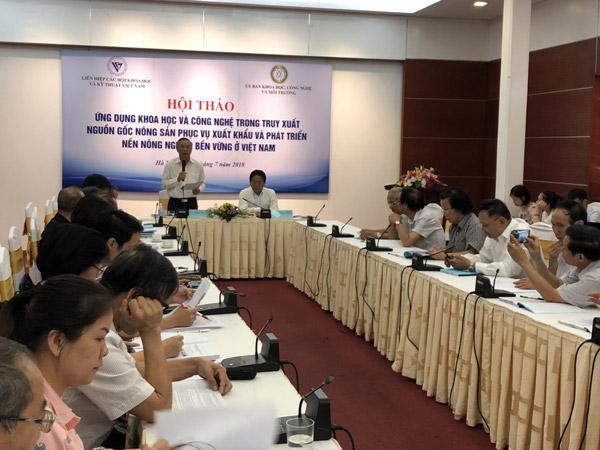 Ông Phùng Đức Tiến – Phó chủ nhiệm Ủy ban KHCN&MT Quốc hội phát biểu khai mạc hội thảo