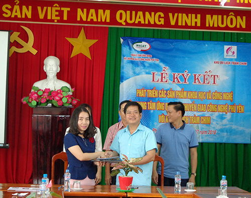 Lễ ký kết hợp tác phát triển các sản phẩm KH&CN giữa Trung tâm Ứng dụng và Chuyển giao công nghệ Phú Yên với KDL Tràm Chim