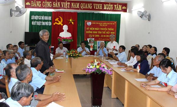Nhân chứng điển hình phát biểu tại hội nghị kỷ niệm Ngày truyền thống DSTT Việt Nam - Ảnh: VŨ HOÀNG