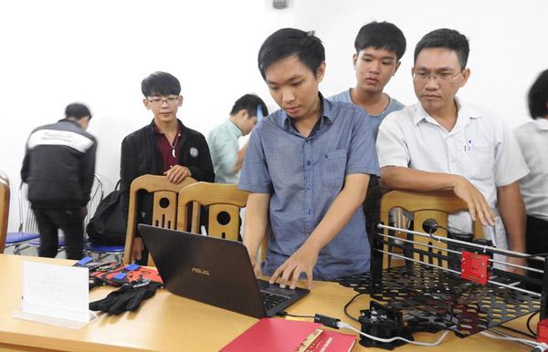 Ngô Huỳnh Ngọc Khánh, sinh viên Trường đại học Khoa học tự nhiên (Đại học Quốc gia TP HCM) mong muốn sản phẩm máy cắt laser công nghệ IoT được tỉnh hỗ trợ trong thử nghiệm và quảng bá sản phẩm