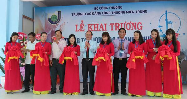 Trường cao đẳng Công thương Miền Trung: Khai trương Trung tâm Ươm tạo doanh nghiệp và đổi mới sáng tạo