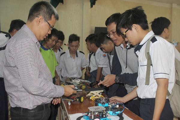 Khơi mầm đam mê sáng tạo khoa học kỹ thuật cho học sinh