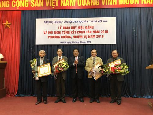 Lễ trao Huy hiệu Đảng và Hội nghị tổng kết công tác năm 2018