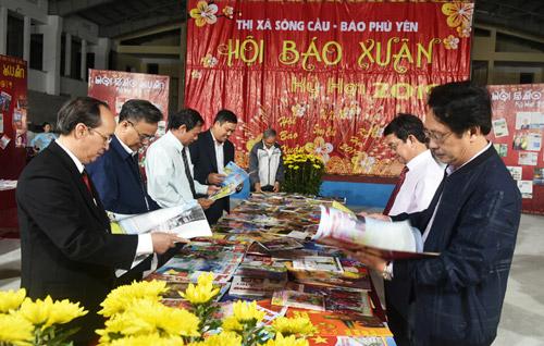 Hơn 200 ấn phẩm trưng bày tại Hội Báo Xuân TX Sông Cầu