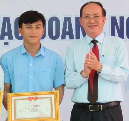 Nguyễn Duy Luân - khởi nghiệp sáng tạo mô hình trồng và chiết xuất tinh dầu sả