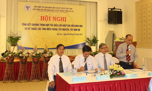 GS. TSKH Đặng Vũ Minh (Thứ 2 bìa phải) tham dự hội nghị tổng kết hợp tác giữa các tỉnh miền Trung, Tây nguyên - ảnh : HĐT