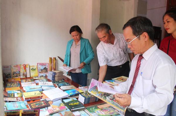 Phú Yên: Sinh viên nghèo xây dựng thư viện phục vụ cộng đồng
