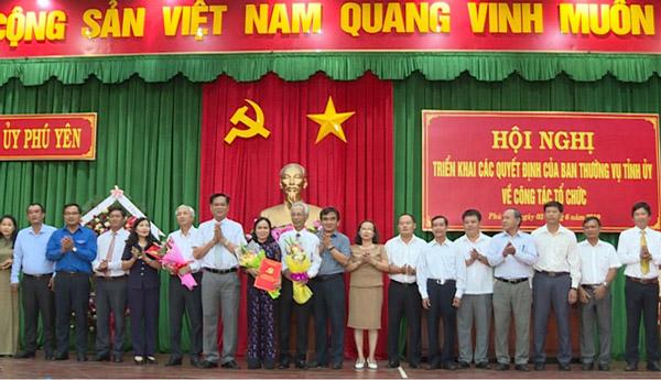 Lãnh đạo Tỉnh ủy Phú Yên trao quyết định thành lập Đảng ủy Khối Cơ quan - Doanh nghiệp tỉnh Phú Yên