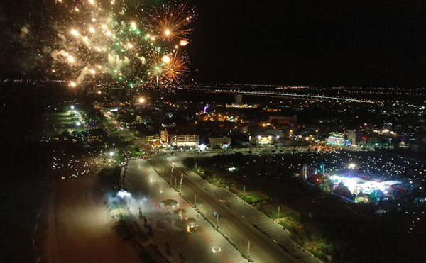 Sáng rực pháo hoa chào mừng kỷ niệm 30 năm tái lập tỉnh