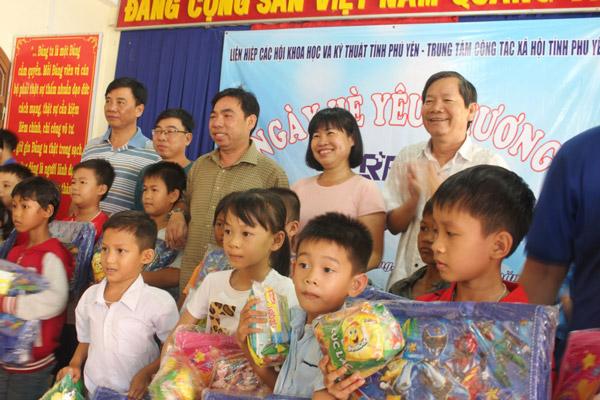 """Phú Yên: Liên hiệp Hội với chương trình """"Mùa hè yêu thương"""""""