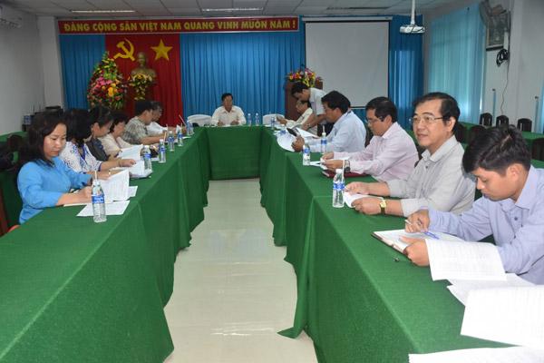 TS. Nguyễn Văn Khang – Chủ tịch Liên hiệp Hội Tiền Giang – Chủ tịch Hội đồng giám khảo chủ trì cuộc họp