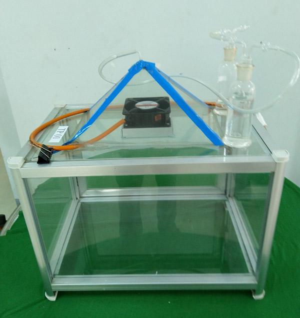 Tủ hút và khử khí độc hỗ trợ thực hành thí nghiệm do 2 em Chí Thiện và Hoàng Thoại sáng tạo