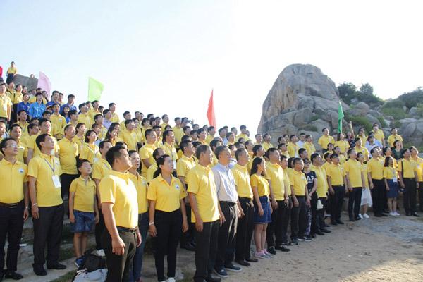 Gần 800 đại biểu cả nước chào cờ ở Mũi Điện