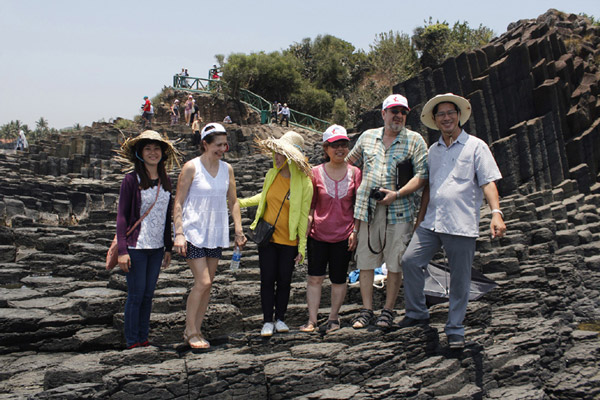 Phú Yên đón các đoàn famtrip khu vực và quốc tế khảo sát sản phẩm du lịch để xây dựng kế hoạch liên kết phát triển vùng. Ảnh: TRẦN QUỚI