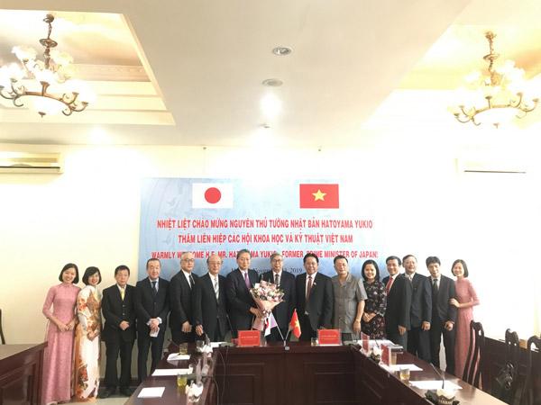 Chụp ảnh kỷ niệm giữa Liên hiệp Hội Việt Nam và Nhật Bản