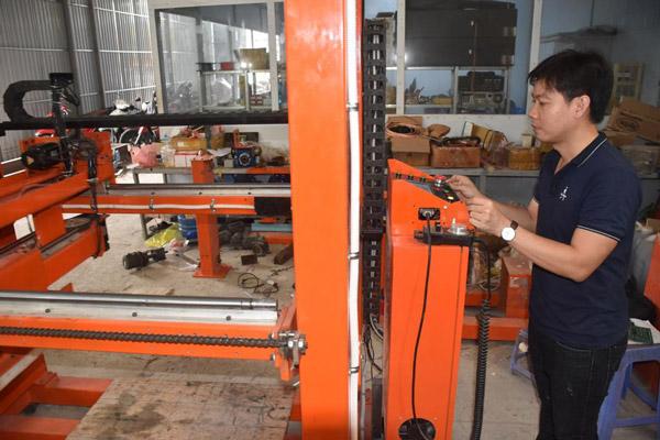 Sáng chế robot gắp than tổ ong tiện dụng