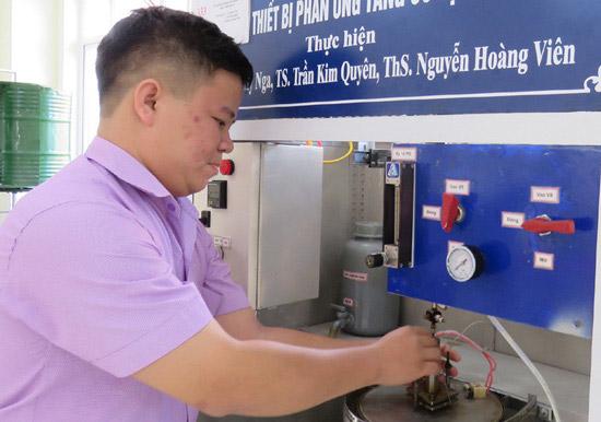Nguyễn Hoàng Viên nghiên cứu khoa học thông qua mô hình giảng dạy tại trường