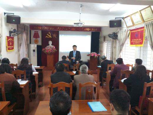 Tiến sĩ Lê Công Lương - Phó Tổng Thư ký kiêm Chánh Văn phòng Liên hiệp các Hội Khoa học và Kỹ thuật Việt Nam truyền đạt kinh nghiệm về hoạt động tư vấn phản biện
