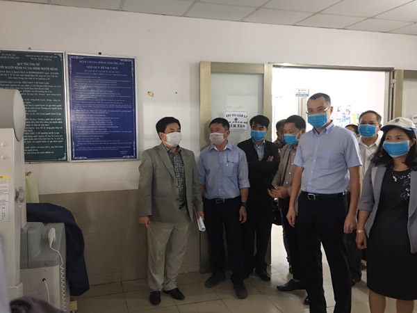 Chủ tịch UBND tỉnh kiểm tra công tác phòng, chống dịch bệnh tại Bệnh viện đa khoa tỉnh