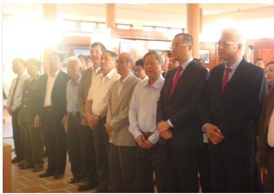 Lãnh đạo tỉnh Dâng hương tưởng niệm đồng chí Tổng bí thư Trần Phú nhân kỷ niệm 90 năm Ngày thành lập Đảng Cộng sản Việt Nam