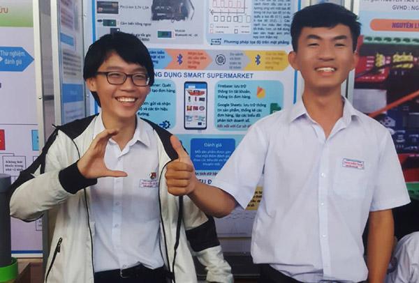 Hệ thống siêu thị thông minh của học sinh lớp 11