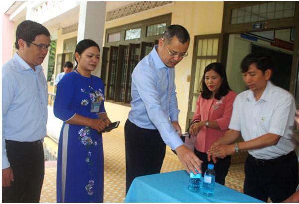 Chủ tịch UBND tỉnh Phạm Đại Dương kiểm tra công tác phòng, chống dịch Covid-19 tại Trường THPT Lê Hồng Phong (huyện Tây Hòa)